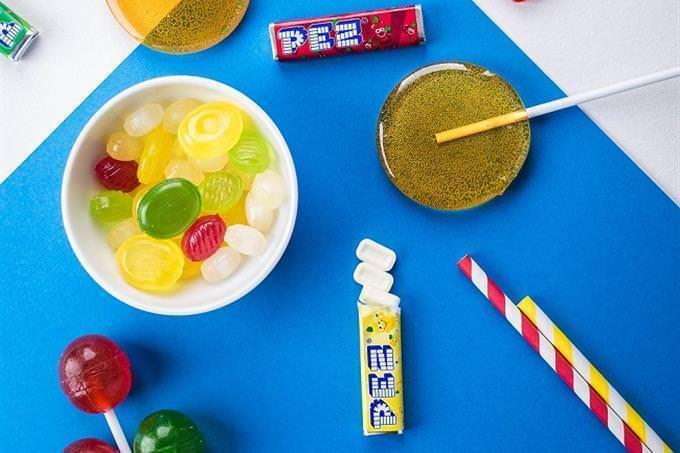 doces sobre uma mesa