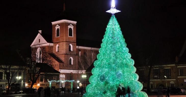 Belíssimas árvores de Natal Lituânia