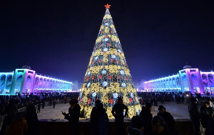 Belíssimas árvores de Natal Quirguistão