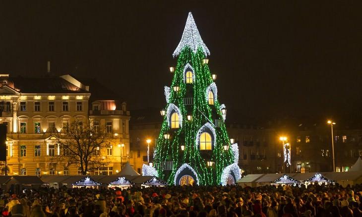 Belíssimas árvores de Natal Vilna Lituania