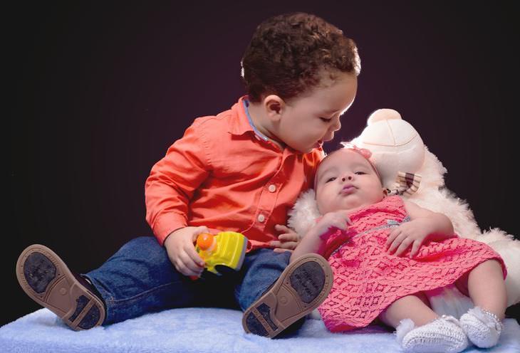 irmãos bebês