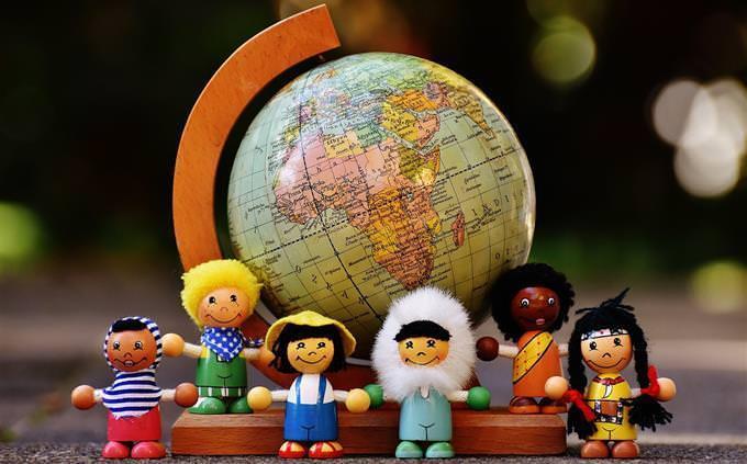 Bonecos de etnias internacionais