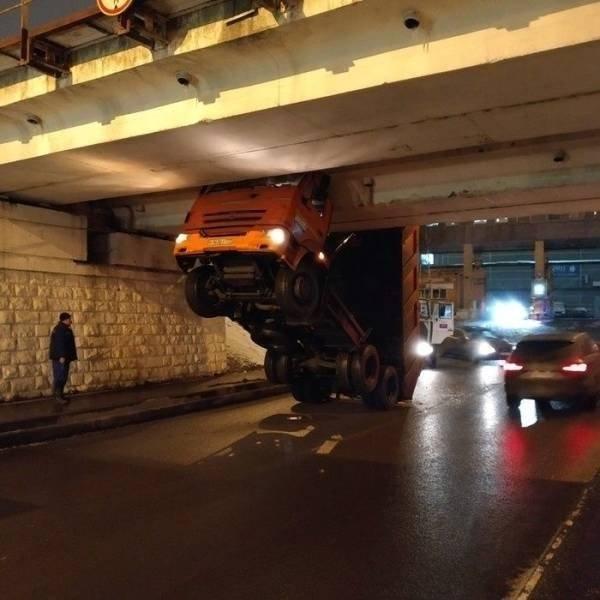 acidente de carro bizarro