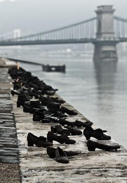 Esculturas Fascinantes - sapatos de vítimas do Holocausto
