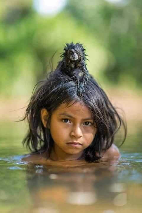 Crianças de Várias Culturas-indiazinha com macaquinho
