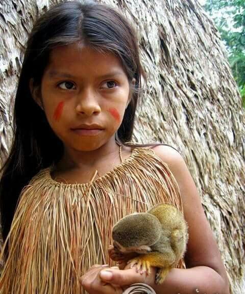 Crianças de Várias Culturas-indiazinha com patinho