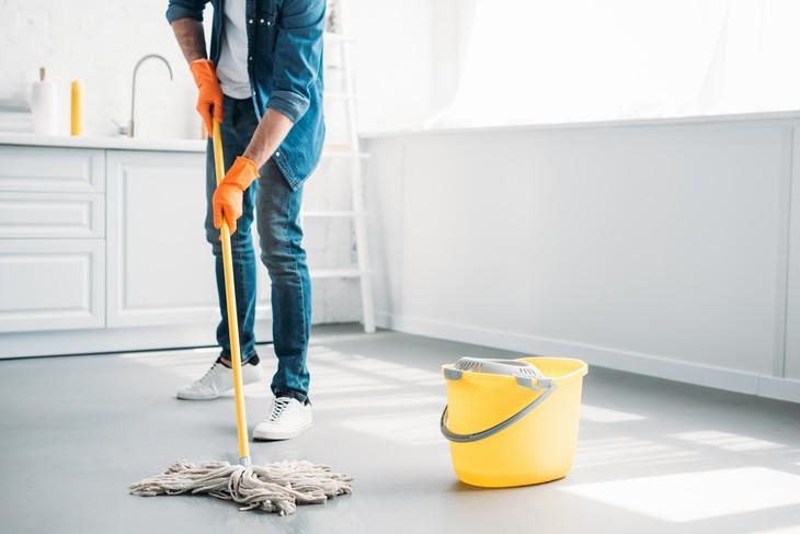 Sete Erros na Limpeza da Casa - limpar o chão