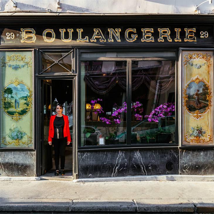 Lojinhas de rua em Paris  Vanessa Jacquiot, gerente de vendas e marketing do hotel boutique que já foi a padaria mais antiga de Paris