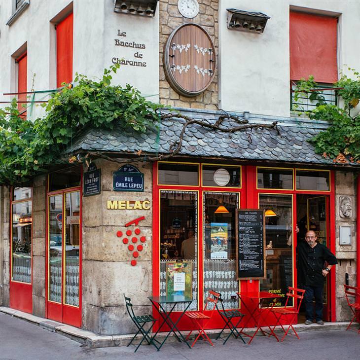 Lojinhas de rua em Paris #10 Didier Madamour, na entrada do restaurante Melac