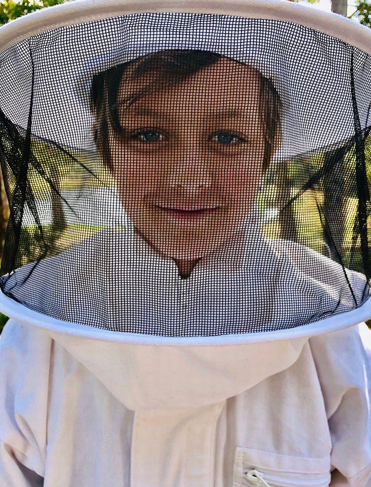 2º lugar, categoria Retrato, Christian Horgan da Austrália - Little Beekeeper (feitaem Margaret River, Austrália)