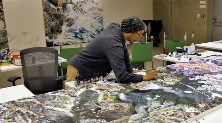 Manabu Ikeda pintando