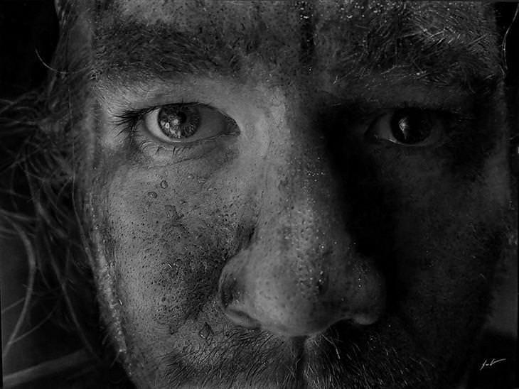 Fascinantes retratos hiperrealistas feitos com carvão