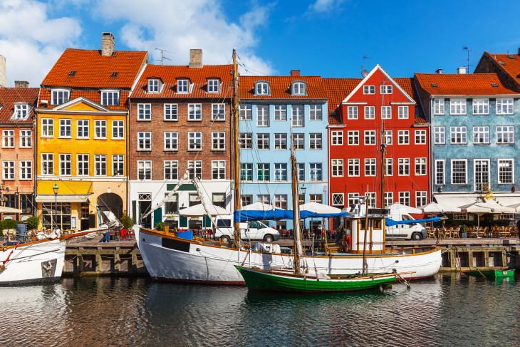 Cidades e vilas coloridas ao redor do mundo Nyhavn, Dinamarca