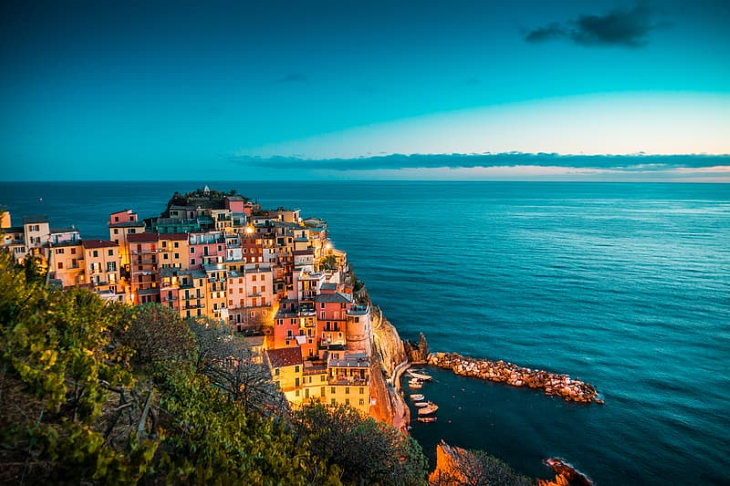 Cidades e vilas coloridas ao redor do mundo Cinque Terre, Italia