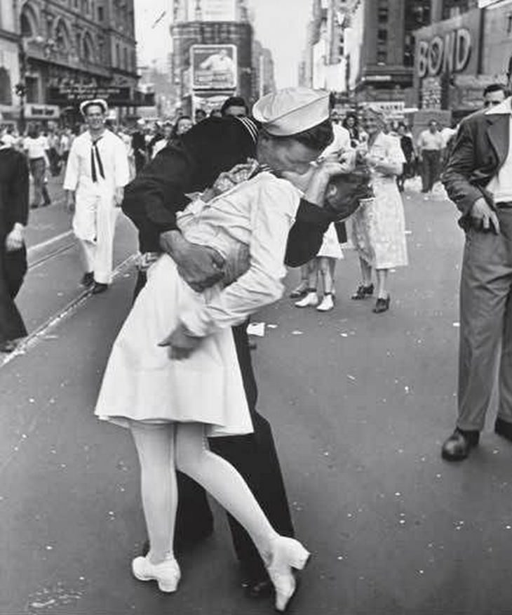 Know The Stories Behind 6 Famous Photographs, v day kissing sailor