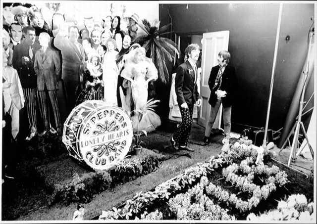 Momentos Que Marcaron La Historia Del Mundo La sesión de fotos para la portada del álbum de los Beatles