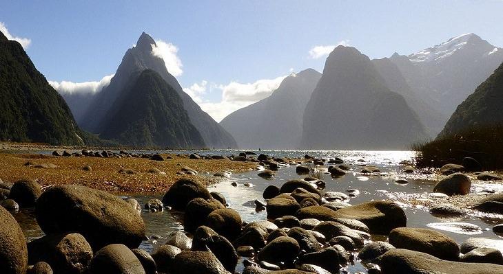 Vista panorâmica do Mitre Peak, uma das montanhas mais fotografadas da Nova Zelândia