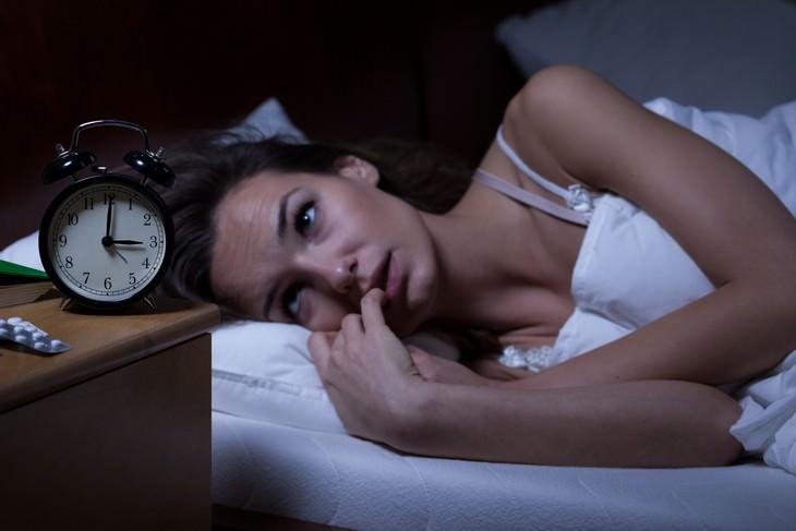 O que é a luz azul e como ela nos afeta? Problemas para dormir
