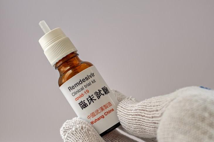 O que se sabe do medicamento para tratar Covid-19 Remdesivir flask
