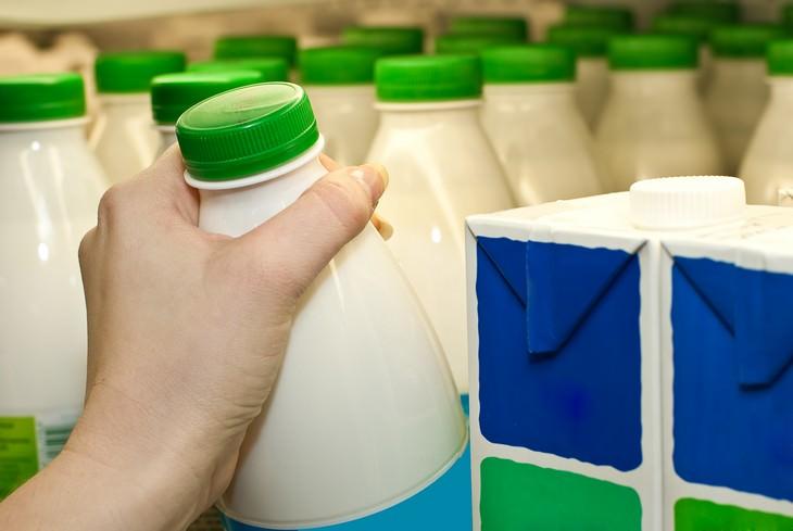 Como evitar sentir-se inchado garrafas de leite