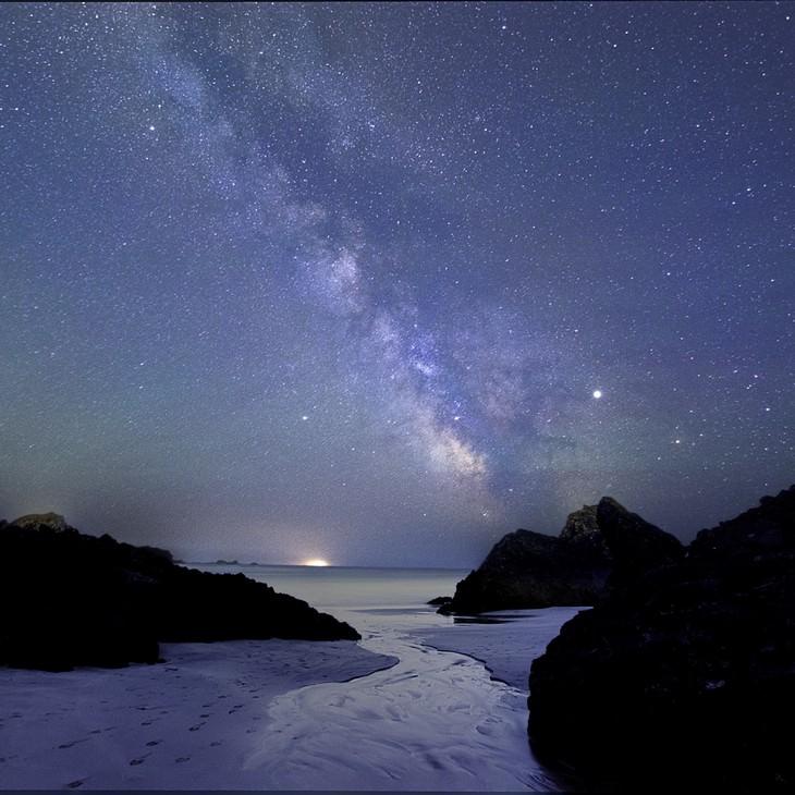 """Kynance Cove sob a Via Láctea"", de Louise Jones (Reino Unido)"