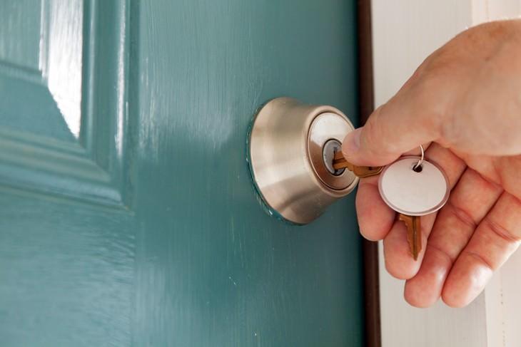 Como lidar com os pequenos esquecimentos - fechando a porta