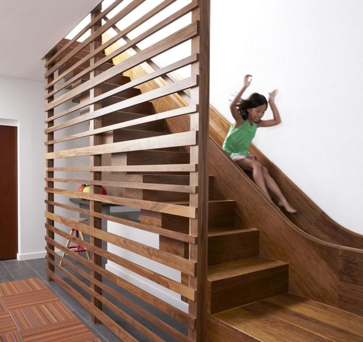 Lance de escadas com escorregador para crianças
