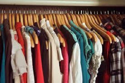 Piada: Doando roupas