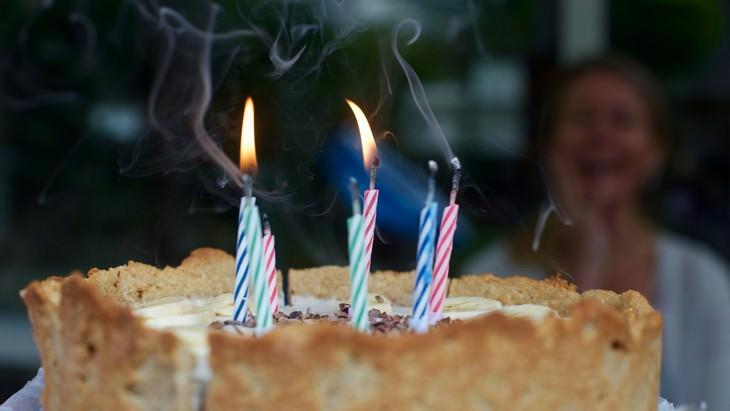 Costumes que têm origem na Antiga Grécia - bolo de aniversário