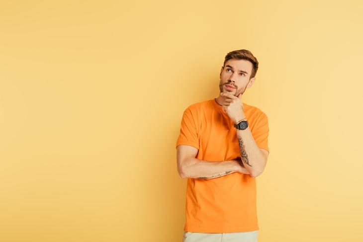 Hábitos de linguagem corporal que fazem você parecer fingido