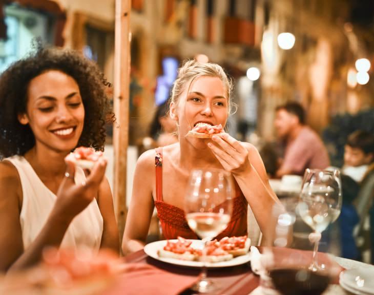 Por que as mulheres não deveriam ter um jantar pesado à noite?