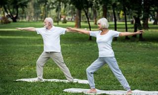 Estas 6 Poses de Ioga Irão Melhorar Sua Osteoporose