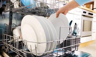 Por Que Você Não Deve Enxaguar os Pratos Antes de Usar a Lava-Louça