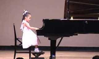 Como Pode Esta Menininha Ser Tão Talentosa?