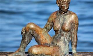 O Velho, O Lago, E Algumas Mulheres Nuas