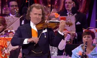 André Rieu encanta com um potpourri de melodias populares