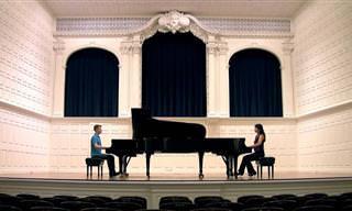 Assista Esses Dois PianistasTocando Mozart Juntos!
