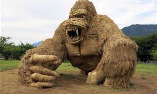 Animais Gigantes de Palha Invadem o Japão!