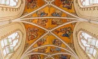 Interiores de Igrejas Que Inspiram Reflexão