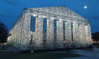 O Partenon de Livros da Artista Marta Minujin