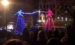 Essa batalha eletrizante de 2 deuses místicos é incrível!