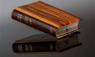 Piada do Dia: Vendendo Bíblias