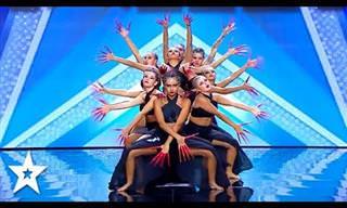 Uma apresentação de dança lindamente sincronizada!