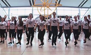Estes Dançarinos Pararam Os Passageiros do Aeroporto!