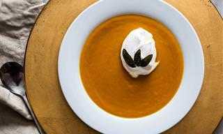 Perfeito Para o Jantar: Sopa de Abóbora Com Sálvia e Creme de Leite