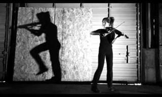Esta Violinista Faz Um Dueto Com a Própria Sombra!