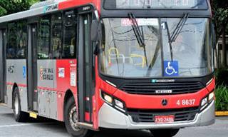 Piada: Conversa no ônibus