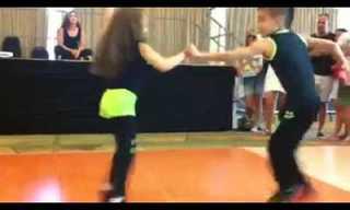 Uma Salsa Dançada por Duas Talentosas Crianças