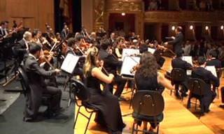 Orquestra Sinfônica Brasileira apresenta o Hino Nacional Brasileiro