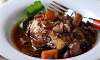 Aprenda a Preparar o Coq au Vin, Clássico da Culinária Francesa